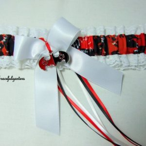 White lace trim with harley quinn printed grosgrain and satin interior, with white satin bow and white, red and black satin ribbons and harley quinn/batman quality metal charm. (choice of 4 charms, please leave message with order otherwise you will recieve #1 shown on main garter picture.