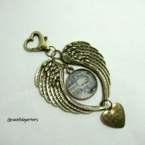 Angel Wings Memory Heaven Bouquet Bronze Charm/ Key Ring Keepsake and Pouch